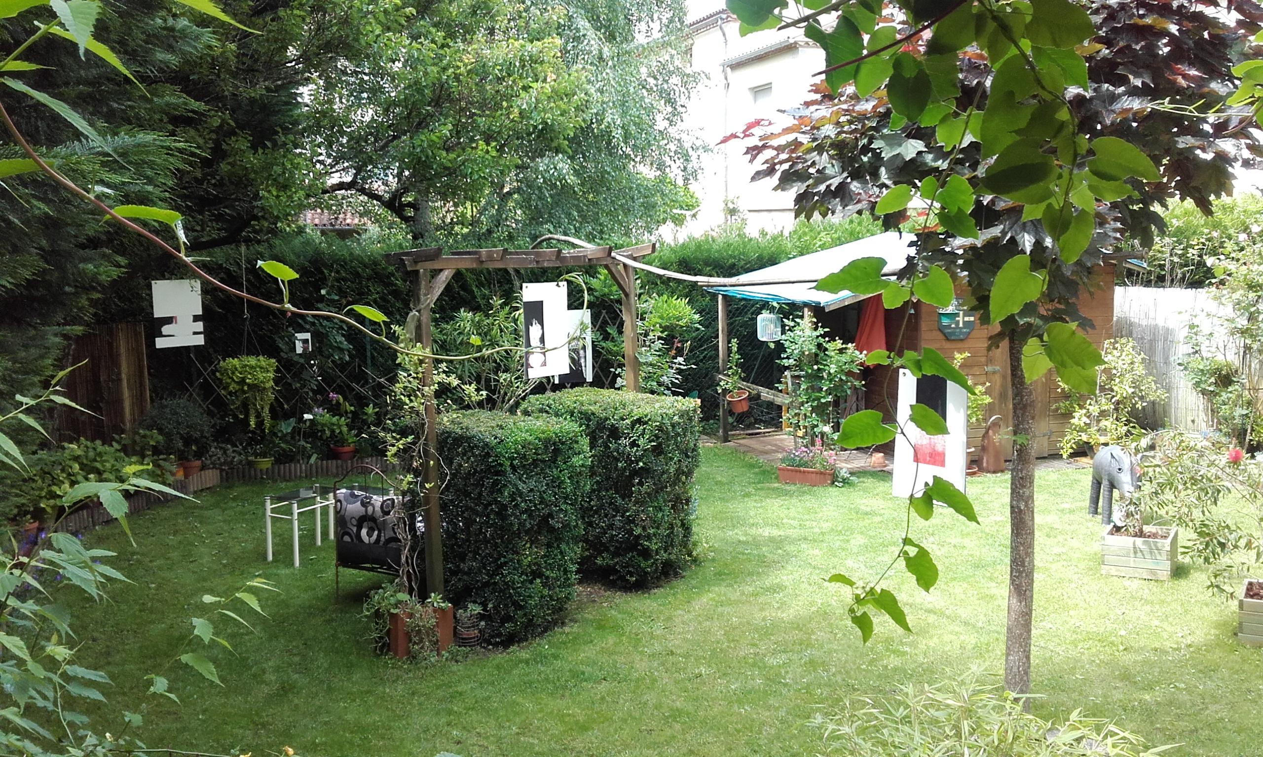 Impressionnant cache jardin sabakunohana for Au jardin info